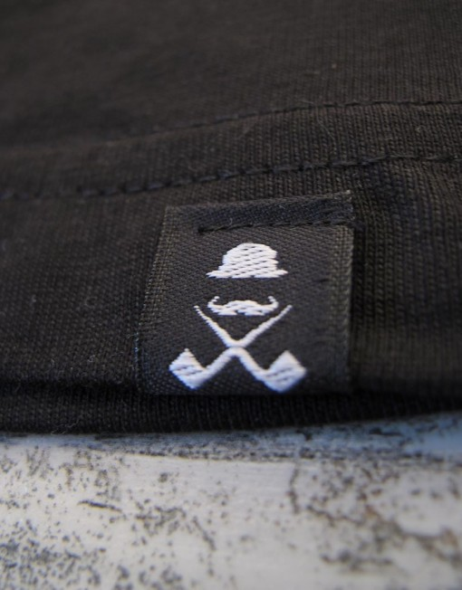 camiseta_hombre_negra_etiqueta